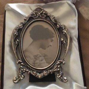 victorian trading co Accents - NWT - Set of Two Victorian Style Frames 3.75x2.5